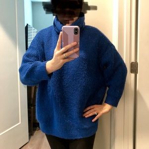 Zara oversized knit. Fits M to L. Roomy and warm.